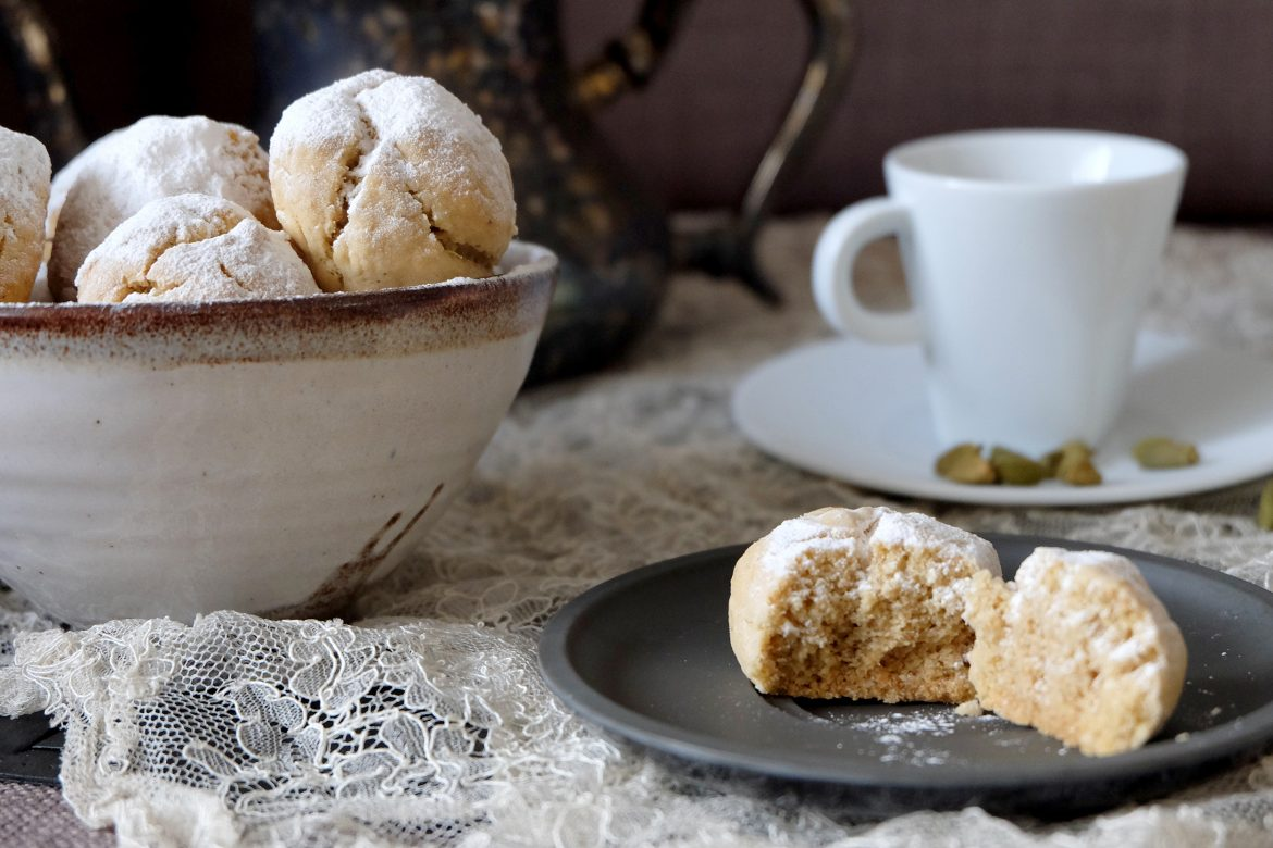 Cardamom and cashew nuts biscuits